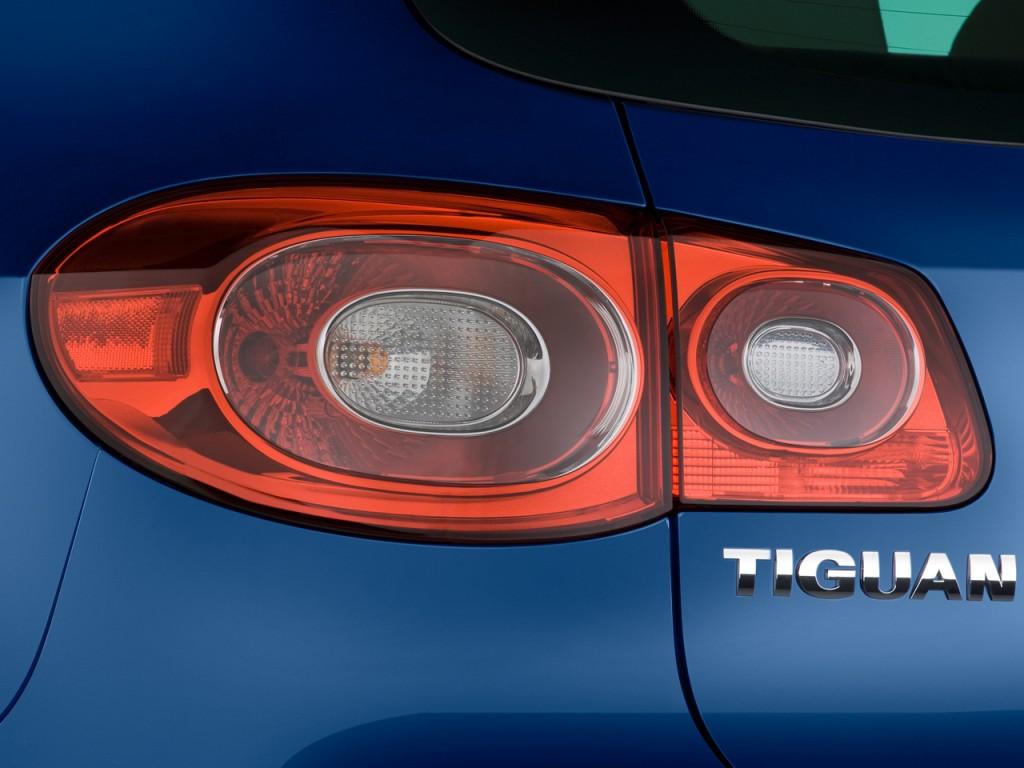 2009 Volkswagen Tiguan FWD 4-door SE Tail Light