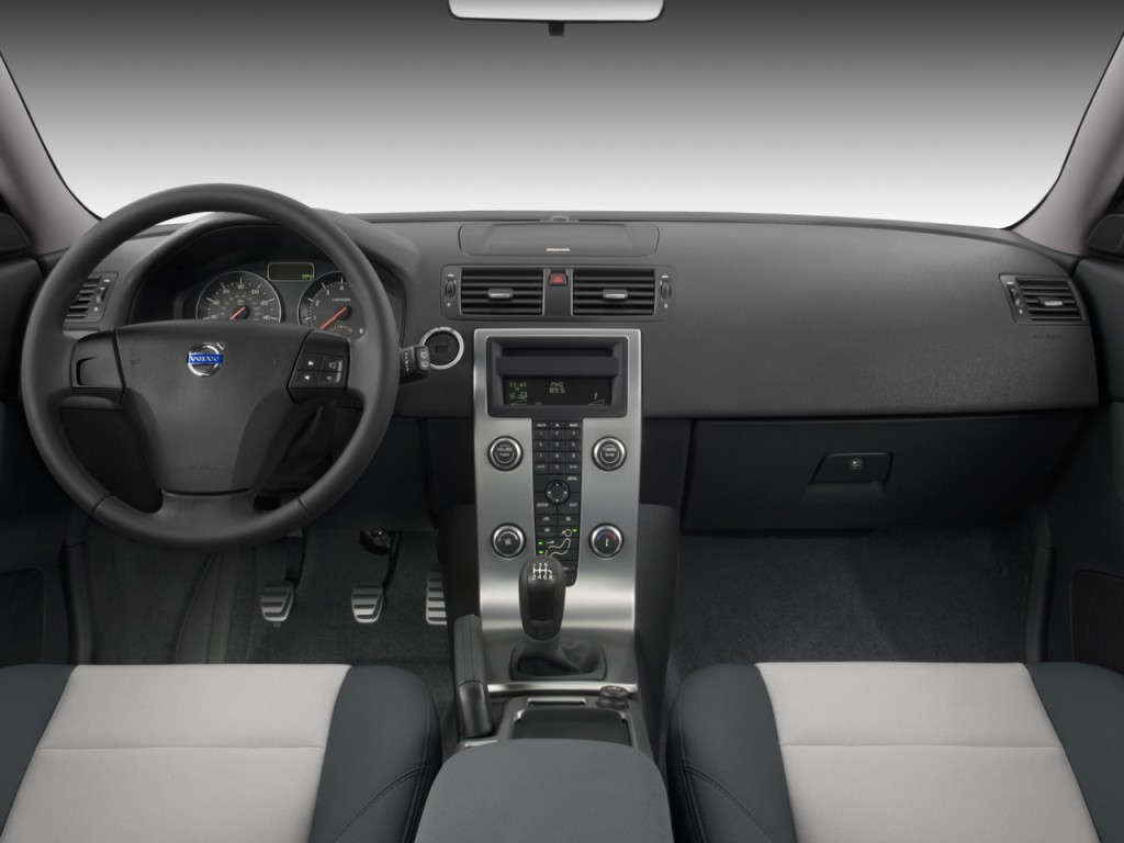 2009 Volvo C30 2-door Coupe Auto Dashboard