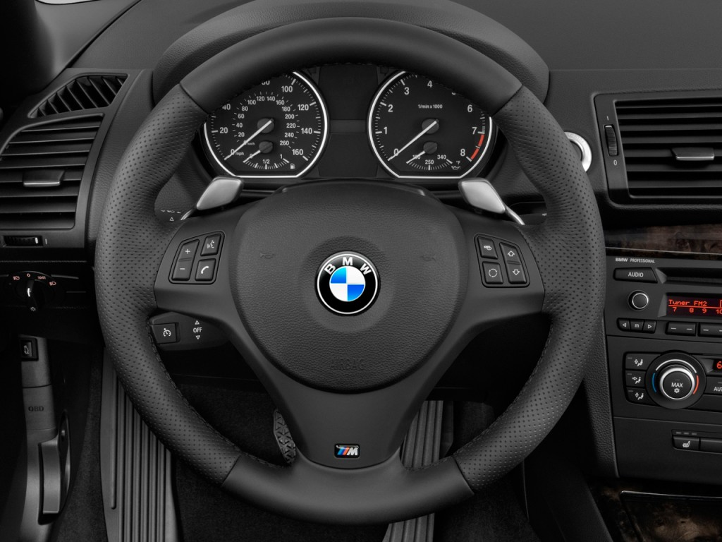 image: 2010 bmw 1-series 2-door convertible 135i steering wheel