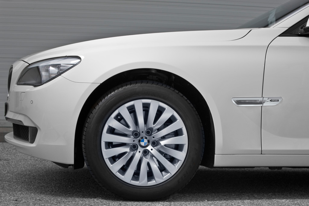 2010 BMW 7-Series Gets xDrive Option And New Twin-Turbodiesel