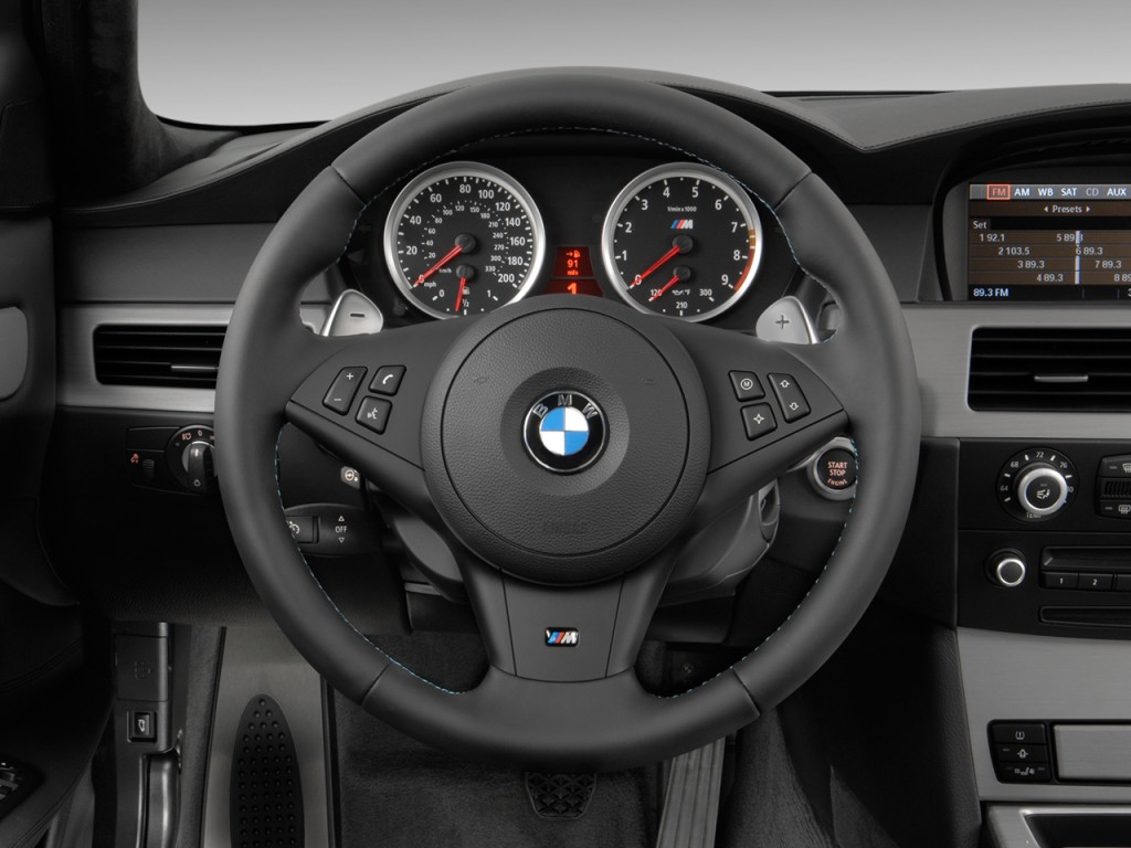 image 2010 bmw m5 4 door sedan steering wheel size 1024. Black Bedroom Furniture Sets. Home Design Ideas