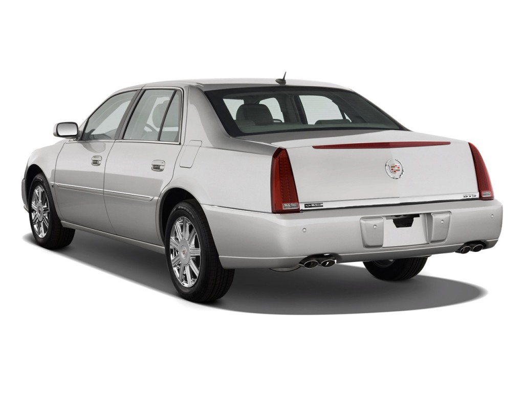2010 Cadillac DTS 4-door Sedan w/1SA Angular Rear Exterior View