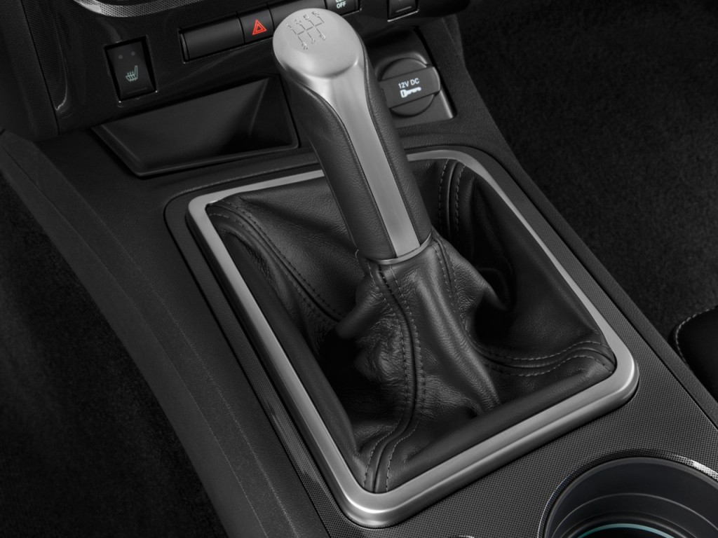 Dodge Charger Vs Challenger >> Image: 2010 Dodge Challenger 2-door Coupe R/T Gear Shift ...
