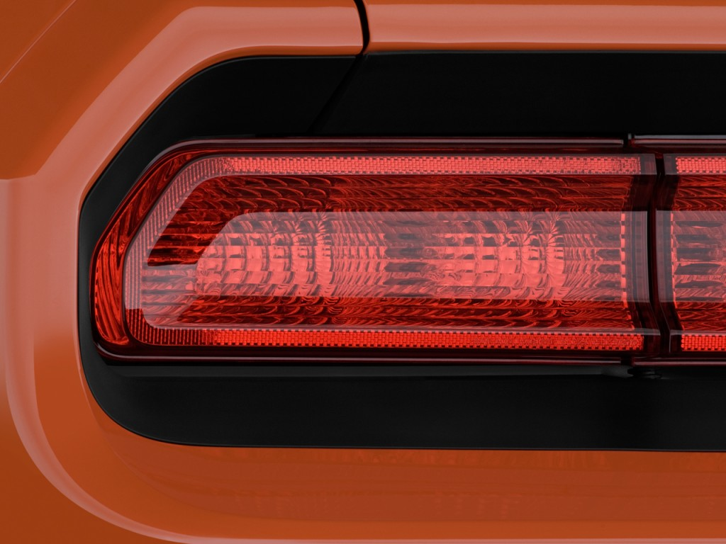 Image 2010 Dodge Challenger 2 Door Coupe Srt8 Tail Light