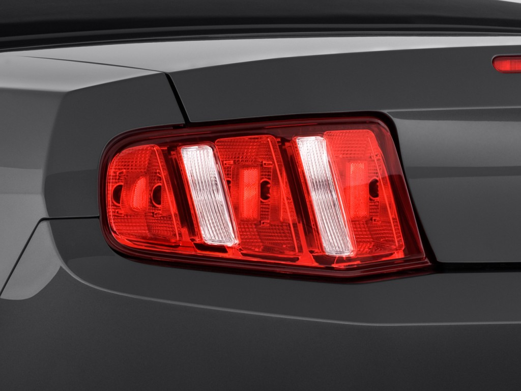 image 2010 ford mustang 2 door convertible tail light. Black Bedroom Furniture Sets. Home Design Ideas