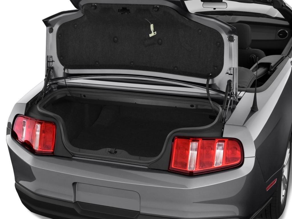 2010 ford mustang 2 door convertible trunk