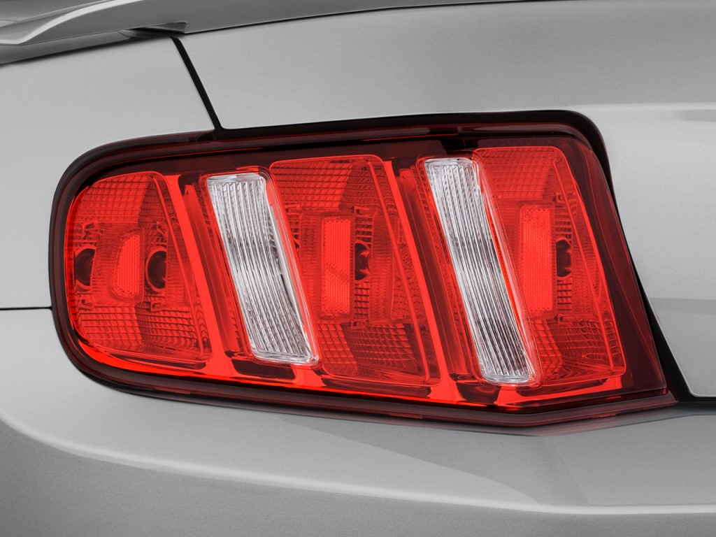 image 2010 ford mustang 2 door coupe premium tail light. Black Bedroom Furniture Sets. Home Design Ideas