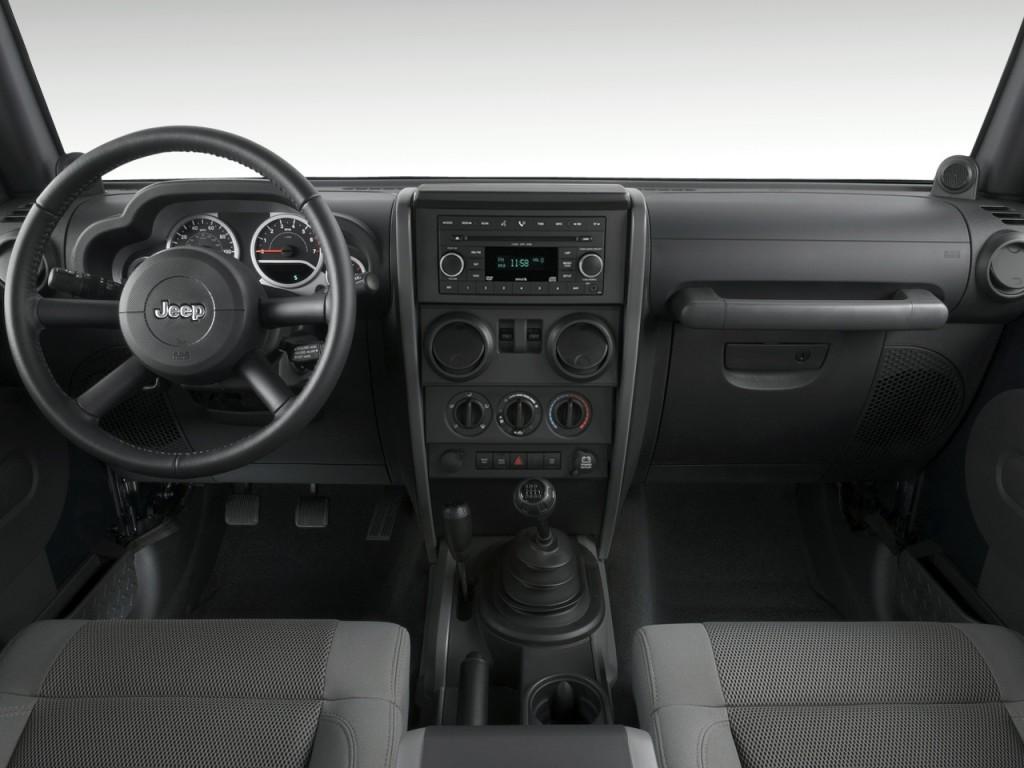 2010 Jeep Wrangler 4WD 2-door Rubicon Dashboard
