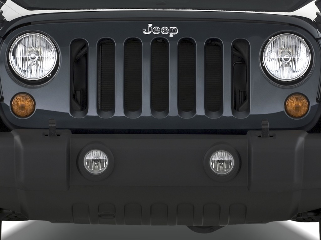 2010 Jeep Wrangler 4WD 2-door Rubicon Grille