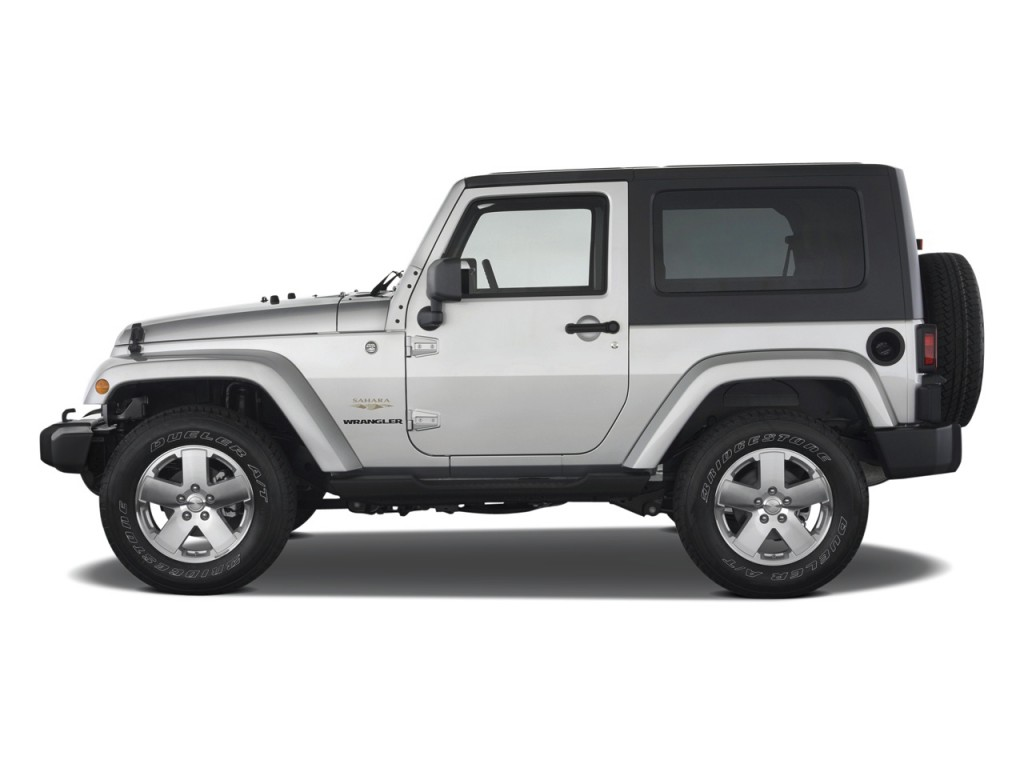 image 2010 jeep wrangler 4wd 2 door sahara side exterior. Black Bedroom Furniture Sets. Home Design Ideas