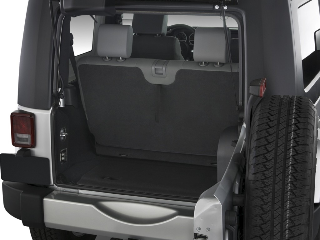 image 2010 jeep wrangler 4wd 2 door sahara trunk size. Black Bedroom Furniture Sets. Home Design Ideas