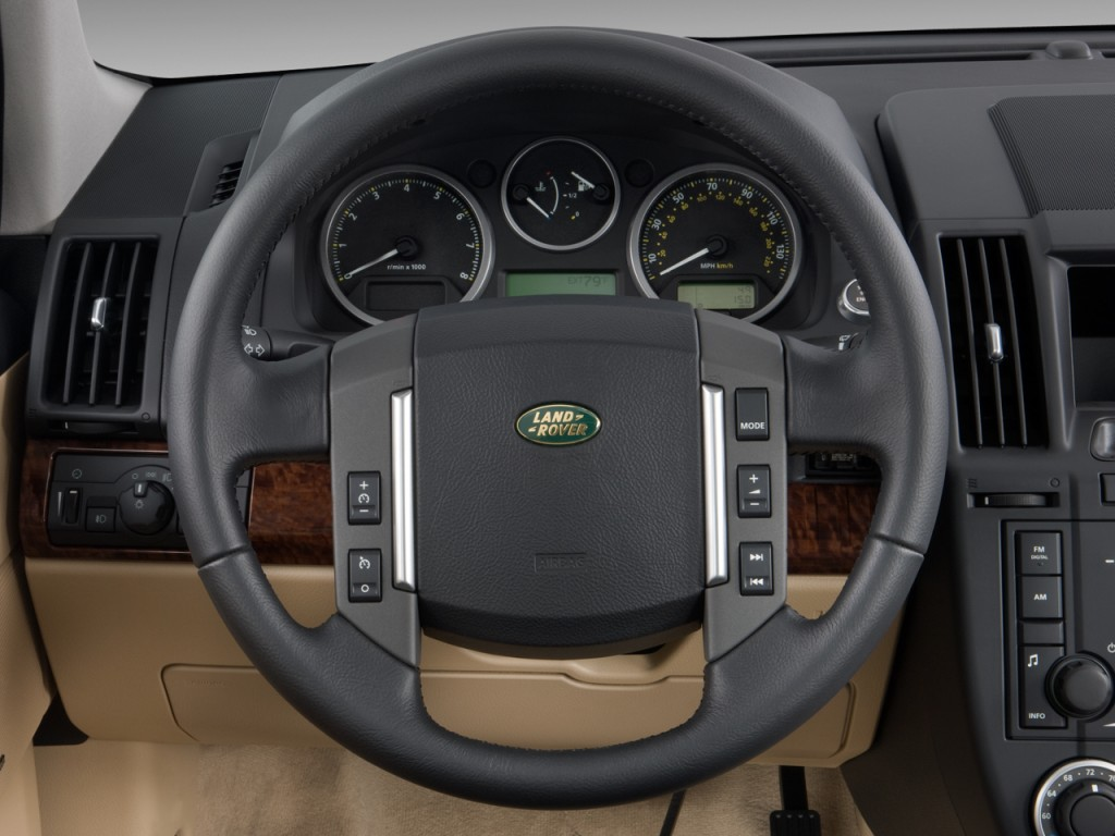 Image: 2010 Land Rover LR2 AWD 4-door HSE Steering Wheel ...