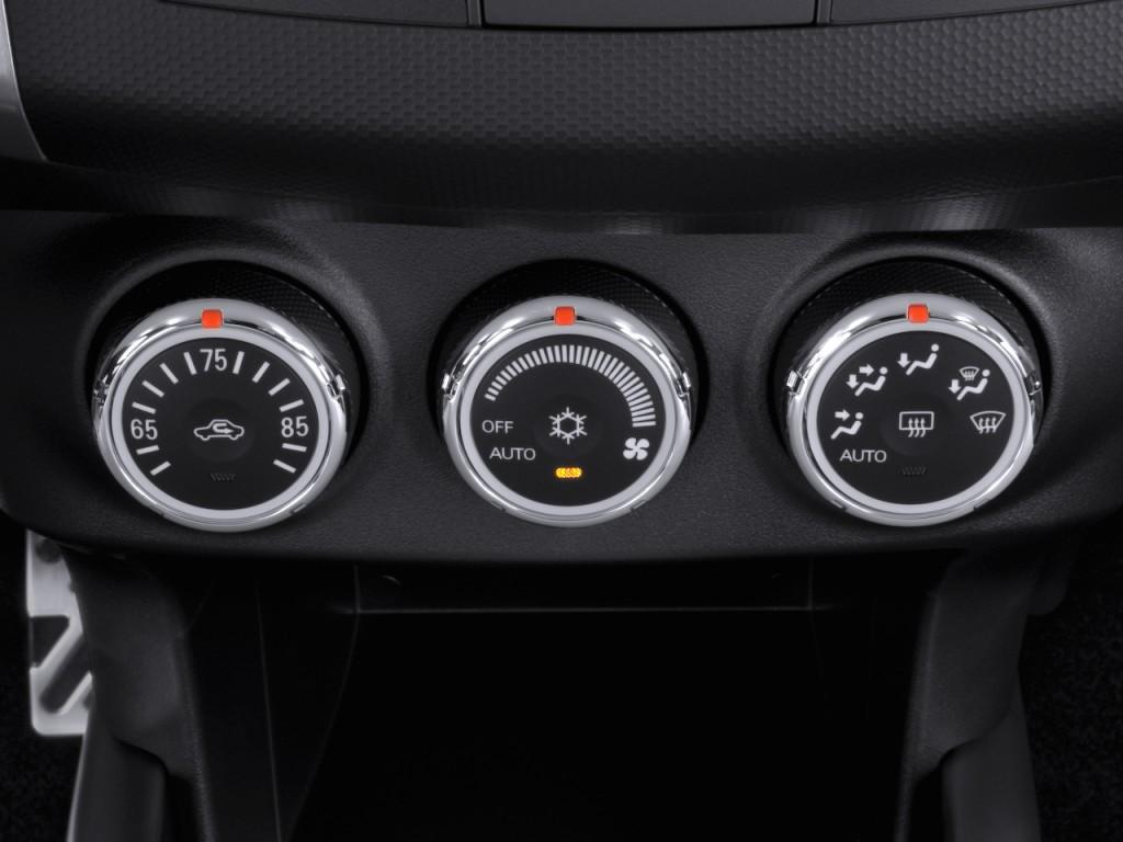 2010 Mitsubishi Outlander AWD 4-door GT Temperature Controls