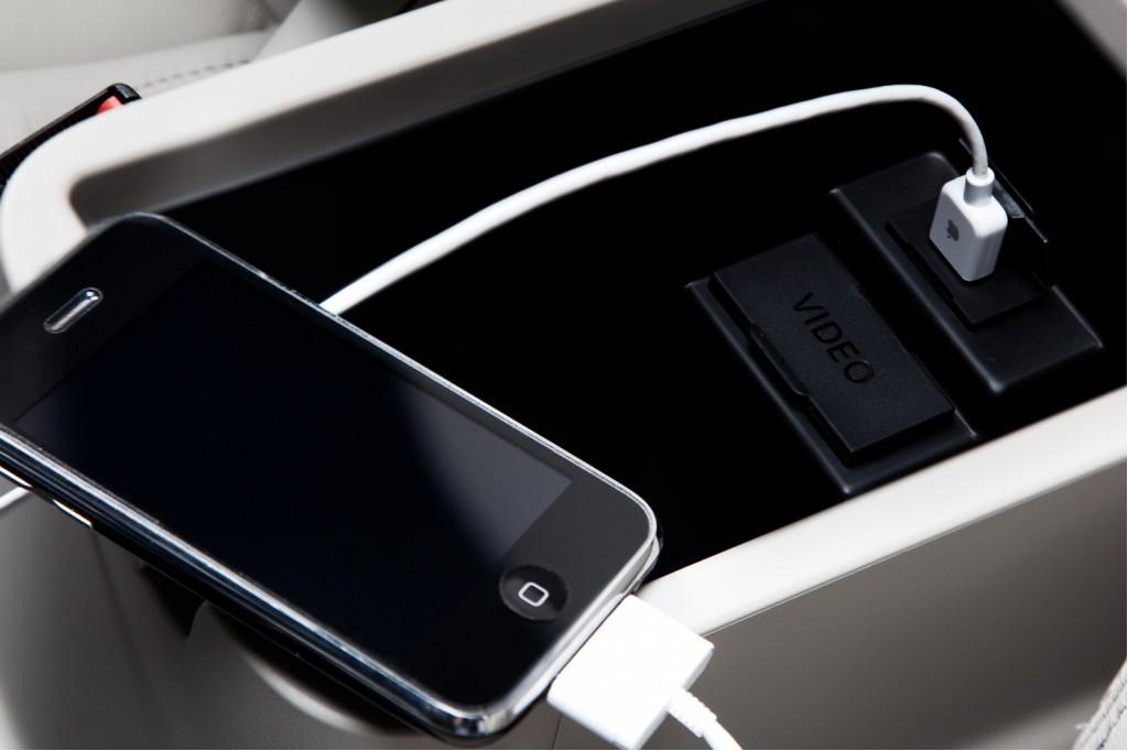 USB input in 2010 Mitsubishi Outlander