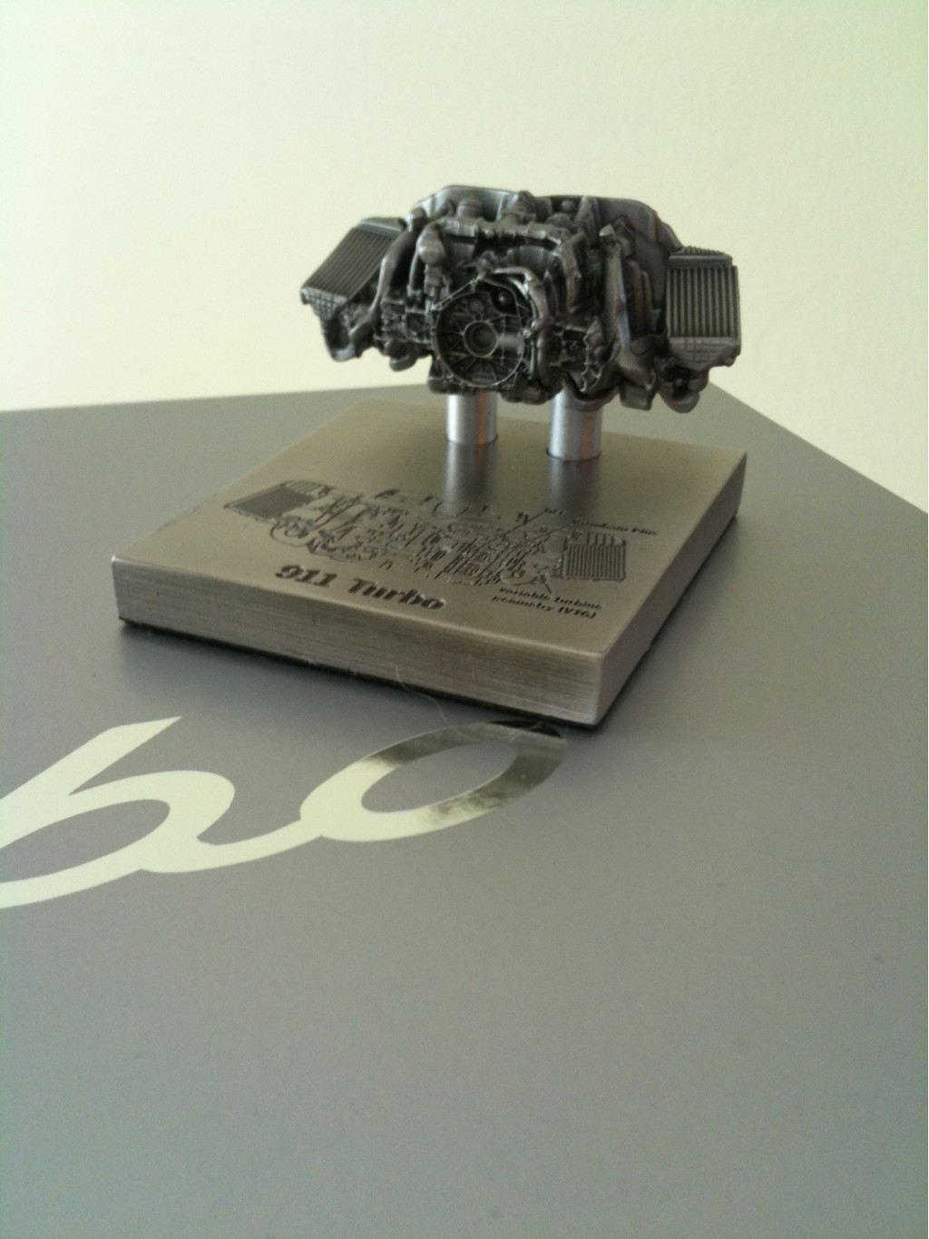 2010 Porsche 911 Turbo engine die-cast model