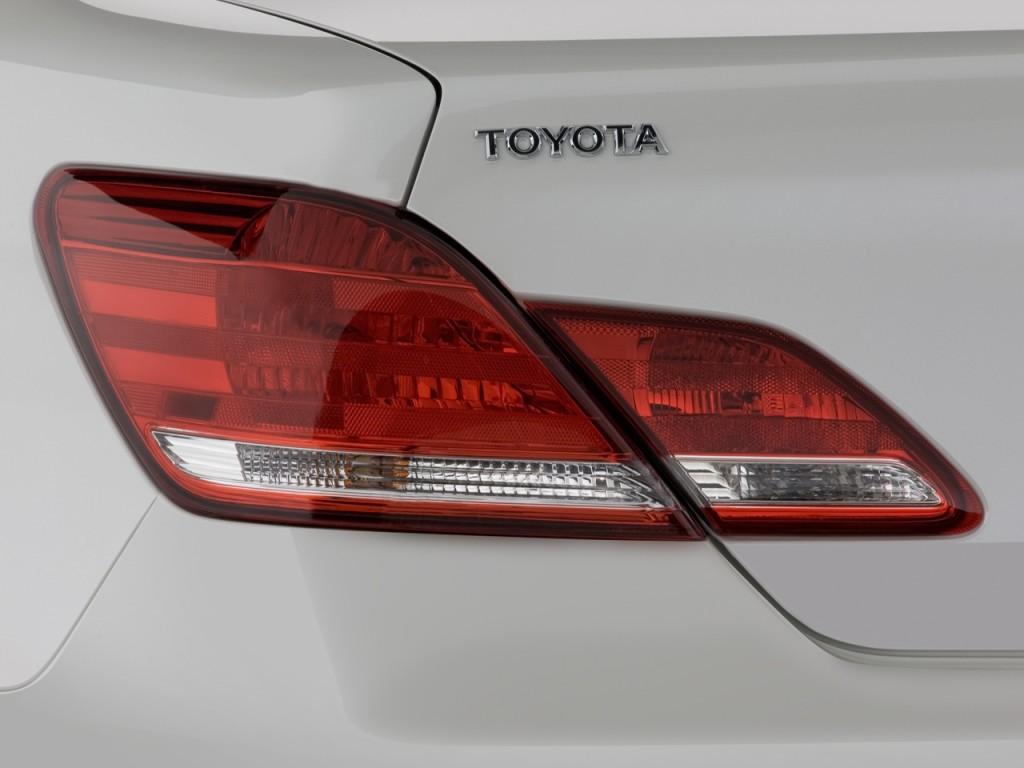 Image 2010 Toyota Avalon 4 Door Sedan Xl Nat Tail Light