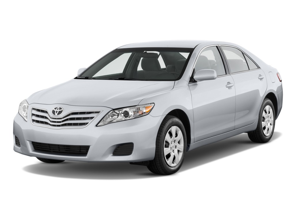 2010 Toyota Camry 4-door Sedan I4 Auto LE (Natl) Angular Front Exterior View