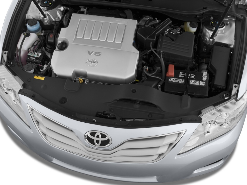 2010 Toyota Camry 4-door Sedan I4 Auto LE (Natl) Engine