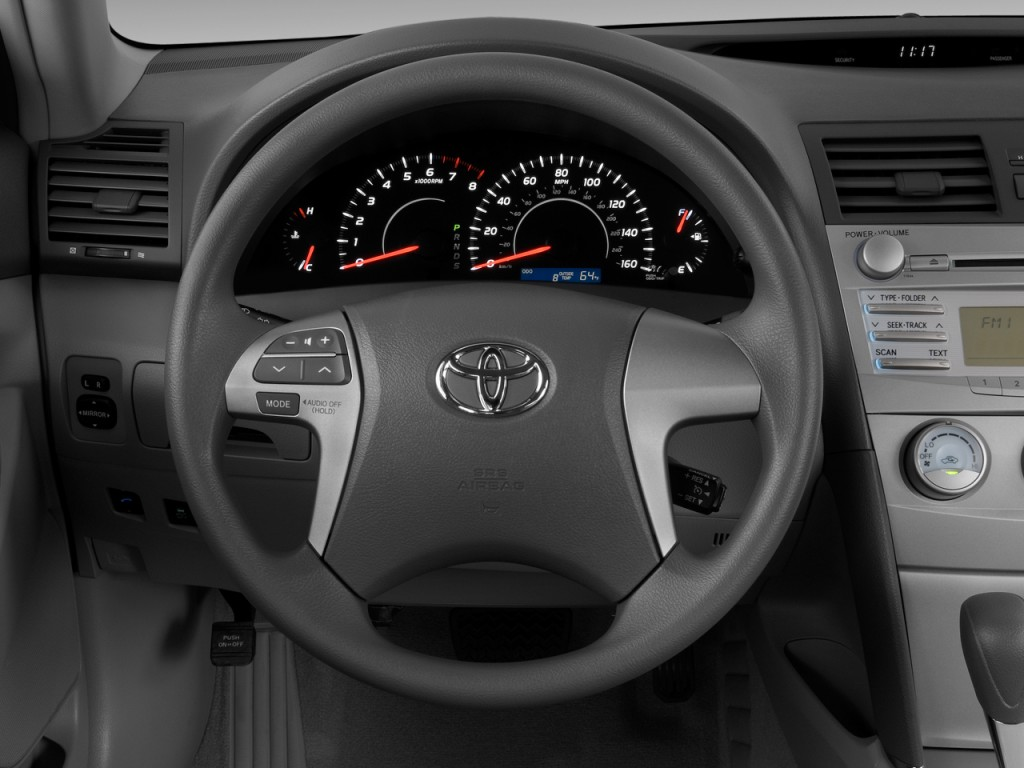 image 2010 toyota camry 4 door sedan i4 auto le natl steering wheel size. Black Bedroom Furniture Sets. Home Design Ideas