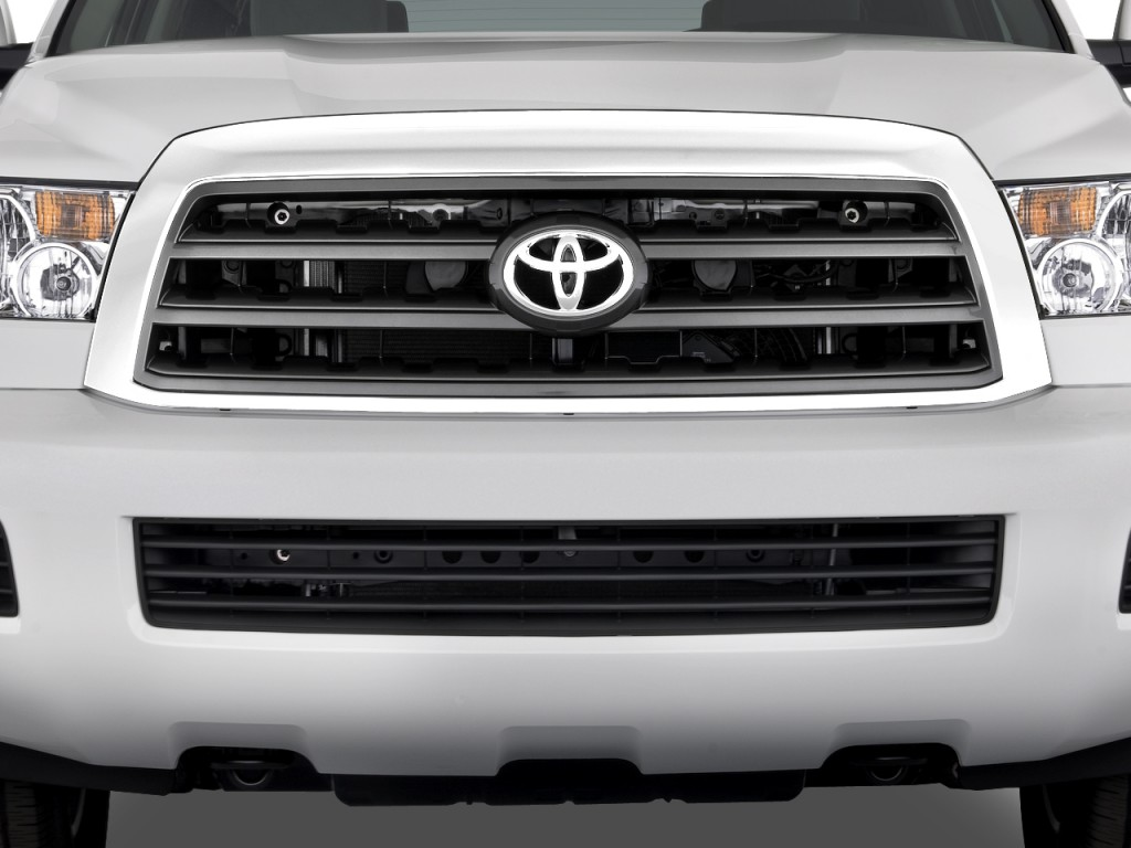 2010 Toyota Sequoia 4WD V8 5-Spd AT SR5 (Natl) Grille