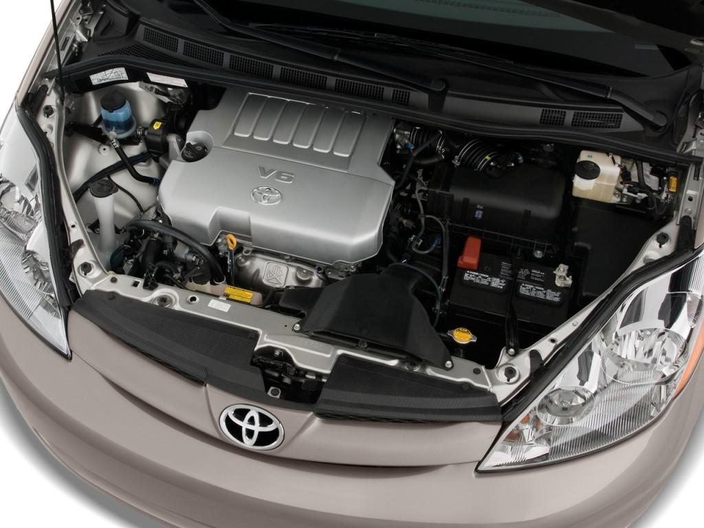 Image  2010    Toyota       Sienna    5dr 8Pass Van CE FWD  Natl