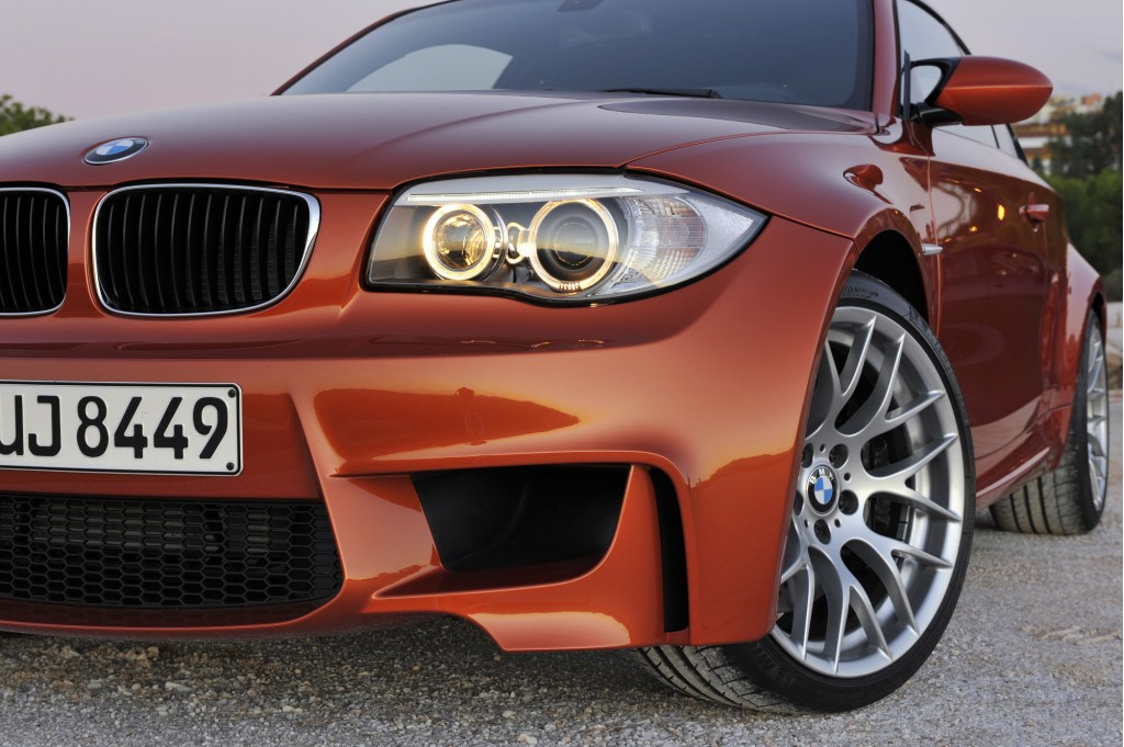 Yikes: Facebook, Twitter Come To The 2011 BMW 1-Series