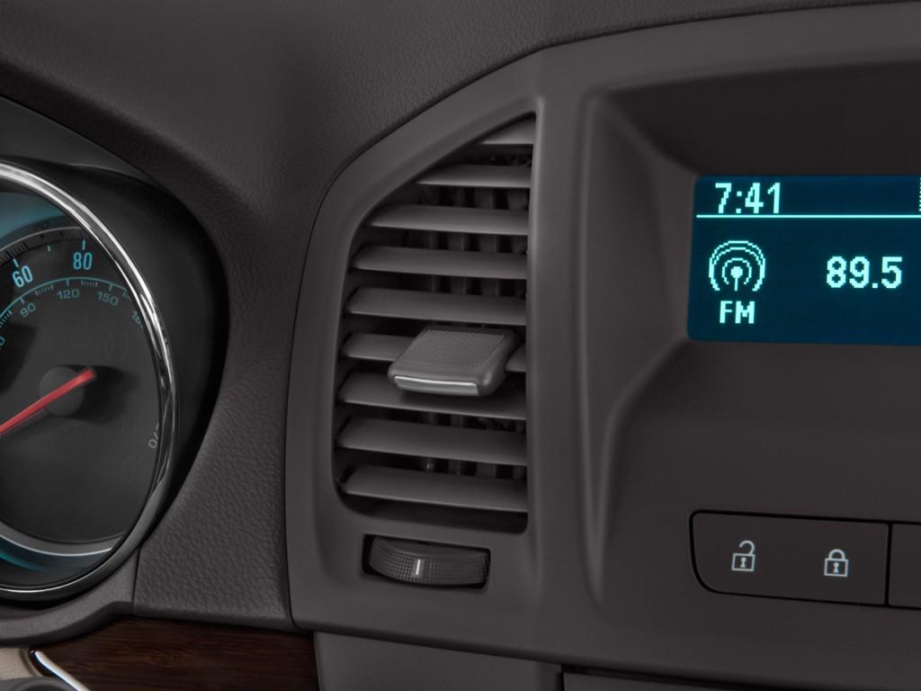 Image: 2011 Buick Regal 4-door Sedan CXL RL3 Air Vents ...