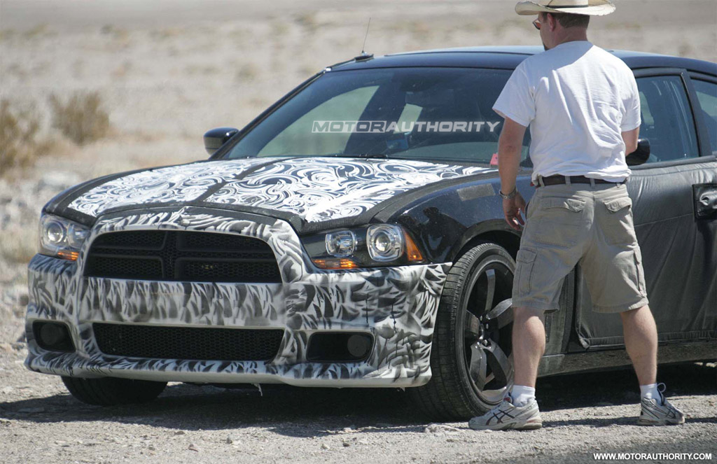 Spy Shots 2011 Dodge Charger Srt8