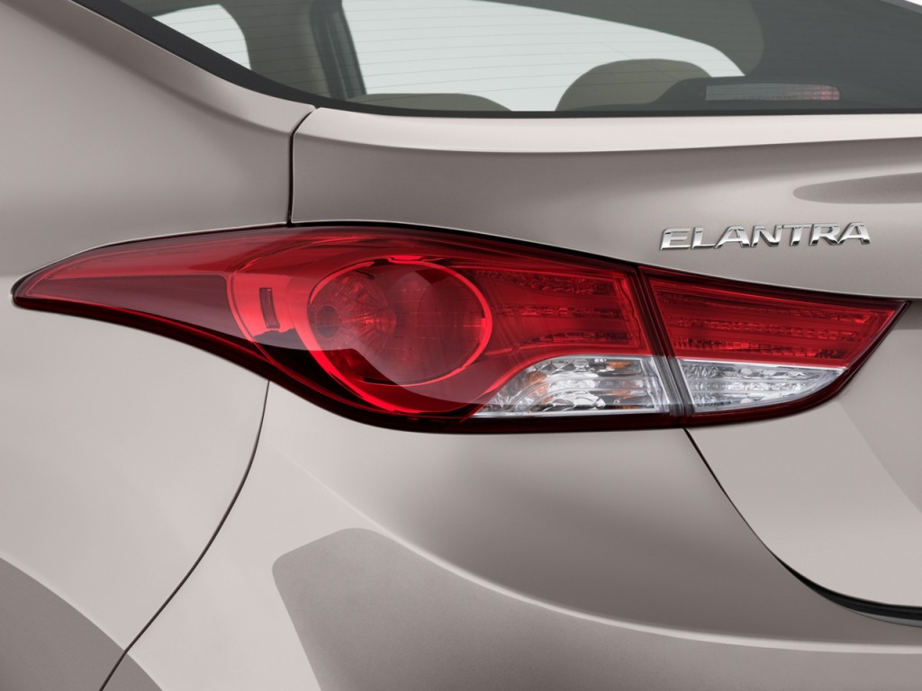 Image 2011 Hyundai Elantra Tail Light Size 1024 X 768