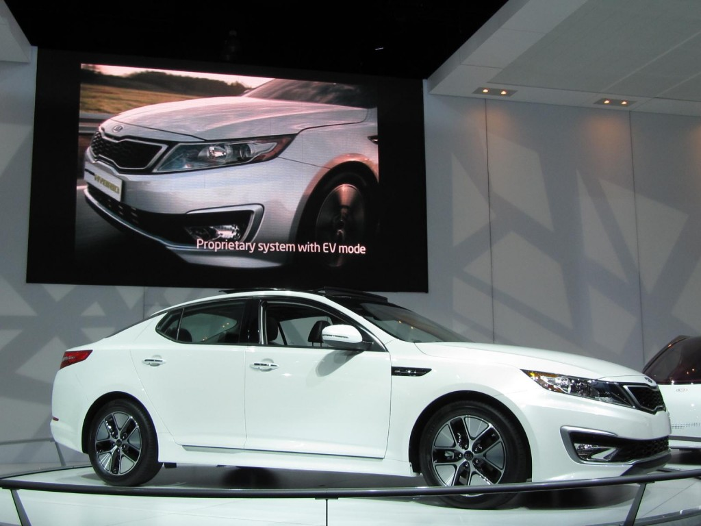 image 2011 kia optima hybrid at 2010 los angeles auto. Black Bedroom Furniture Sets. Home Design Ideas