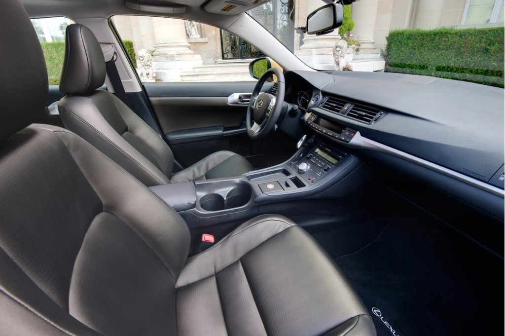 2011 Lexus CT 200h interior