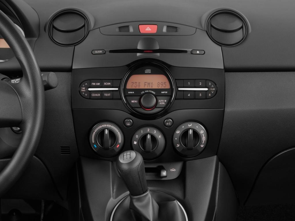 2011 Mazda MAZDA2 4-door HB Auto Sport Instrument Panel