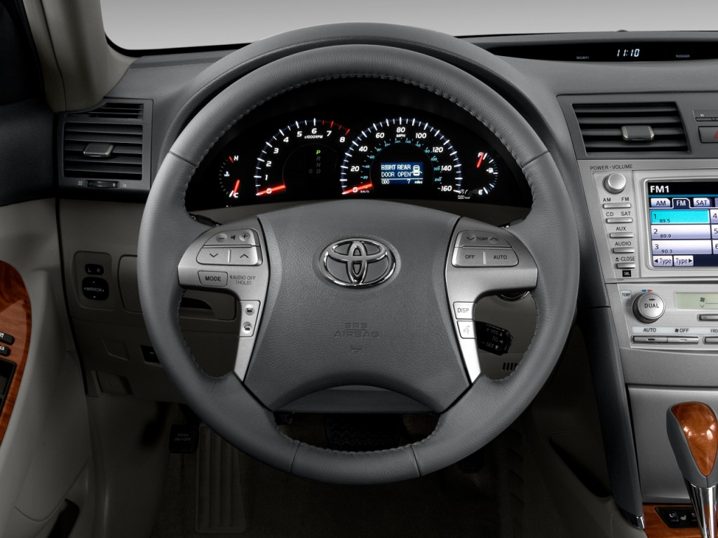 image 2011 toyota camry 4 door sedan v6 auto xle natl steering wheel size 1024 x 768 type. Black Bedroom Furniture Sets. Home Design Ideas