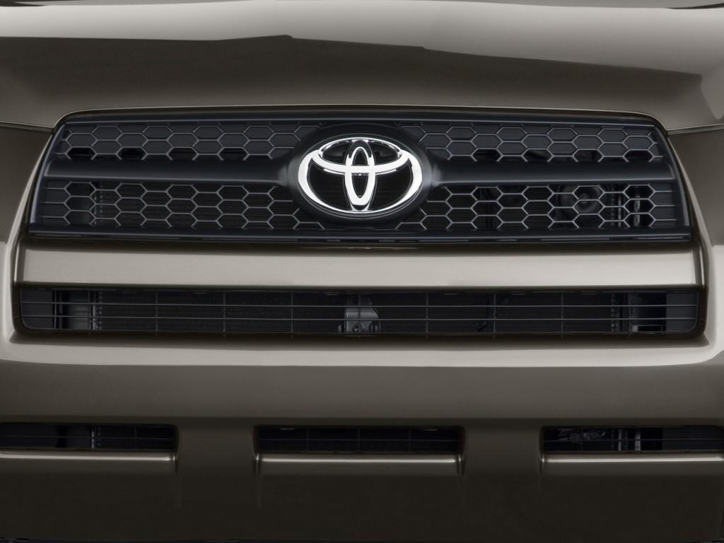 2011 Toyota RAV4 FWD 4-door 4-cyl 4-Spd AT (GS) Grille