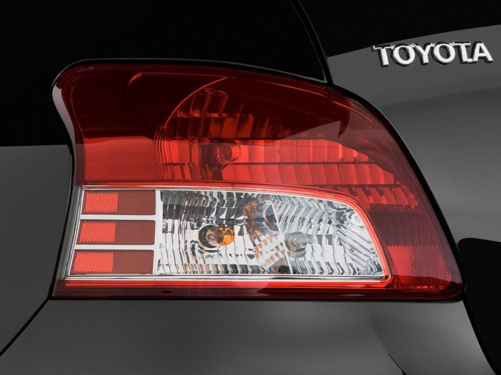 Image  2011 Toyota Yaris 4