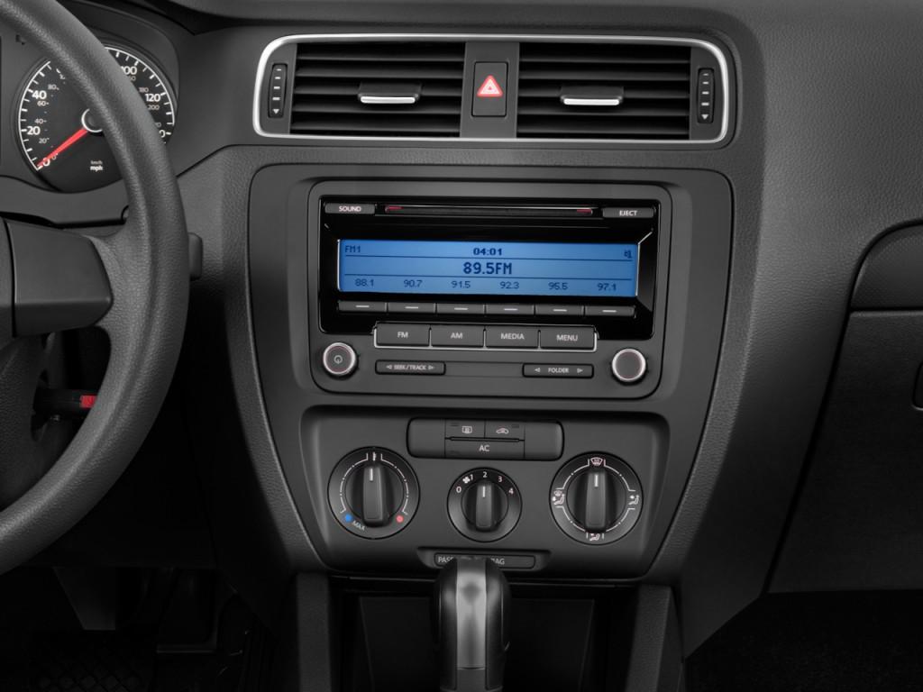 Image: 2011 Volkswagen Jetta Sedan 4-door Auto S Instrument