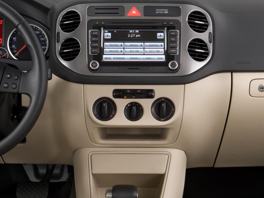 Image: 2011 Volkswagen Tiguan 2WD 4-door Auto S Instrument ...