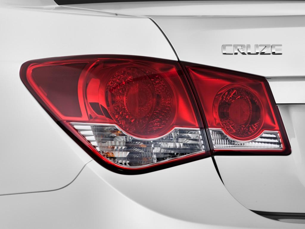 Image: 2012 Chevrolet Cruze 4-door Sedan LS Tail Light ...