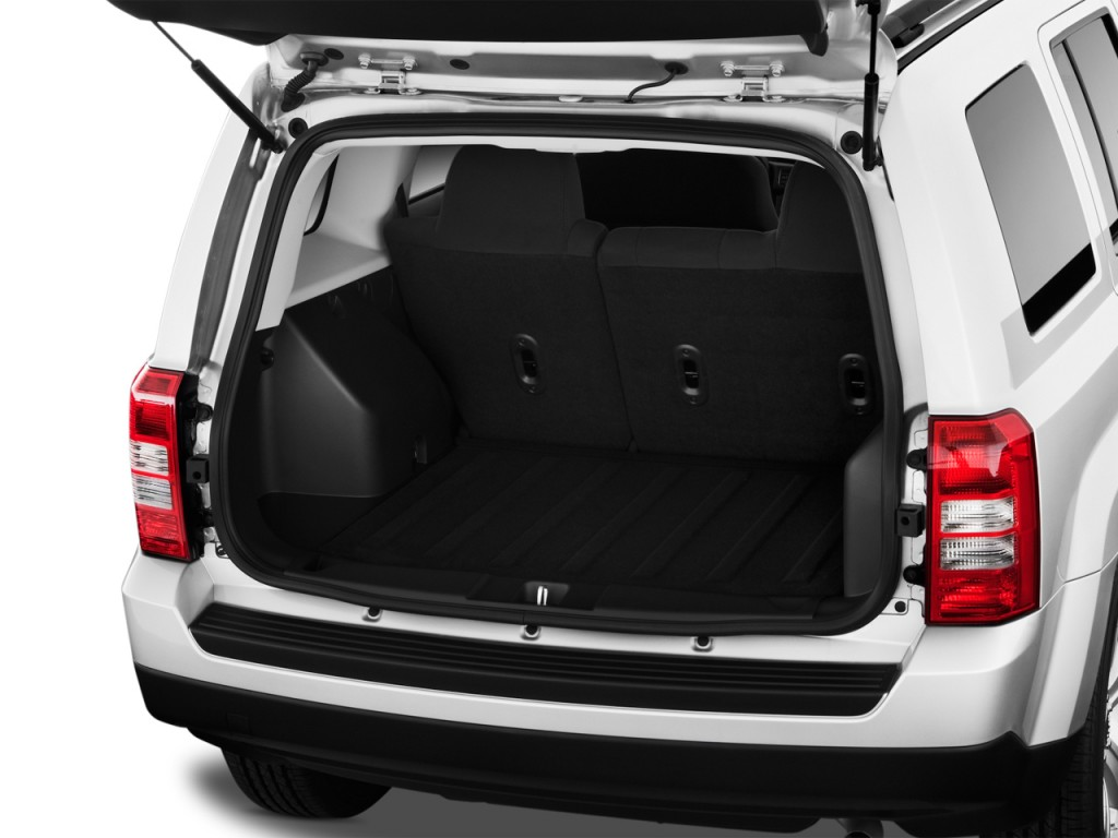 image 2012 jeep patriot fwd 4 door latitude trunk size. Black Bedroom Furniture Sets. Home Design Ideas