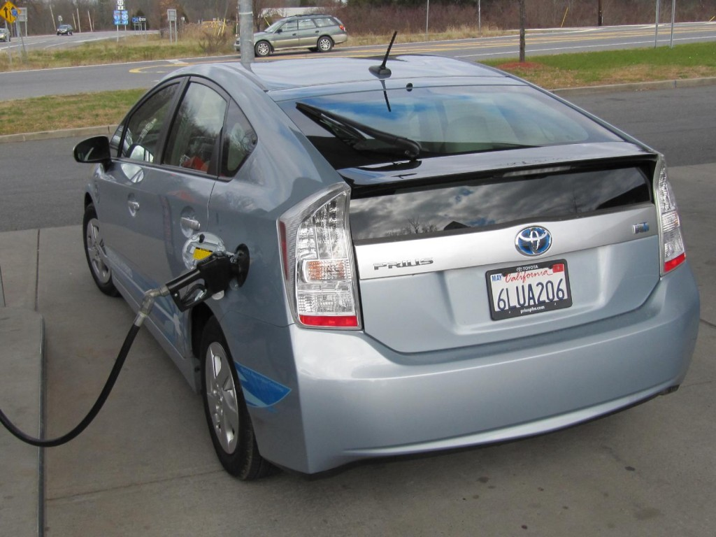 Survey: Shoppers Very Confused About Hybrids, Plug-Ins, And EVs