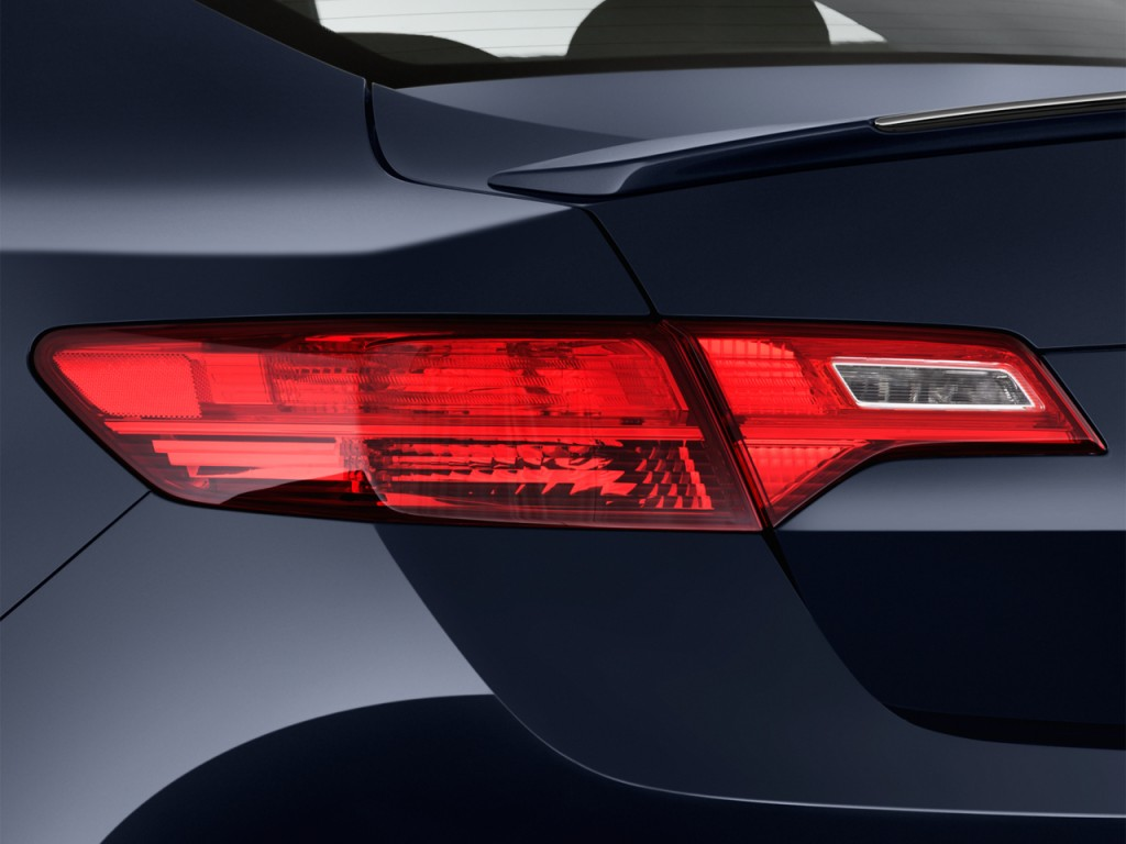 Image: 2013 Acura ILX 4-door Sedan 1.5L Hybrid Tail Light ...