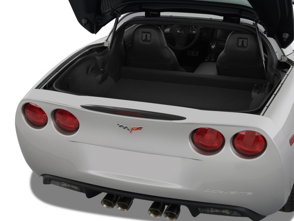 image 2013 chevrolet corvette 2 door coupe w 3lt trunk. Black Bedroom Furniture Sets. Home Design Ideas