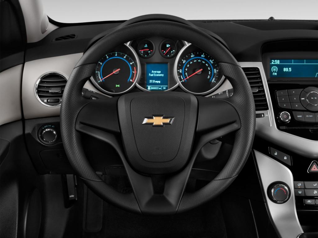 image 2013 chevrolet cruze 4 door sedan auto ls steering wheel size 1024 x 768 type gif. Black Bedroom Furniture Sets. Home Design Ideas