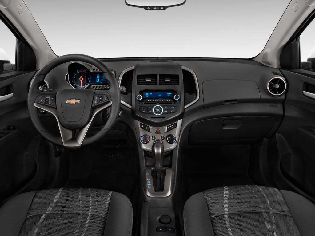 2013 Chevrolet Sonic 4-door Sedan Auto LT Dashboard