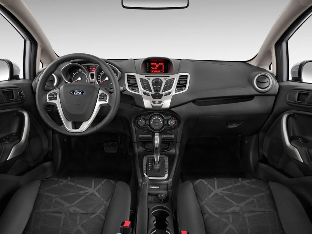 2013 ford fiesta 4 door sedan se dashboard