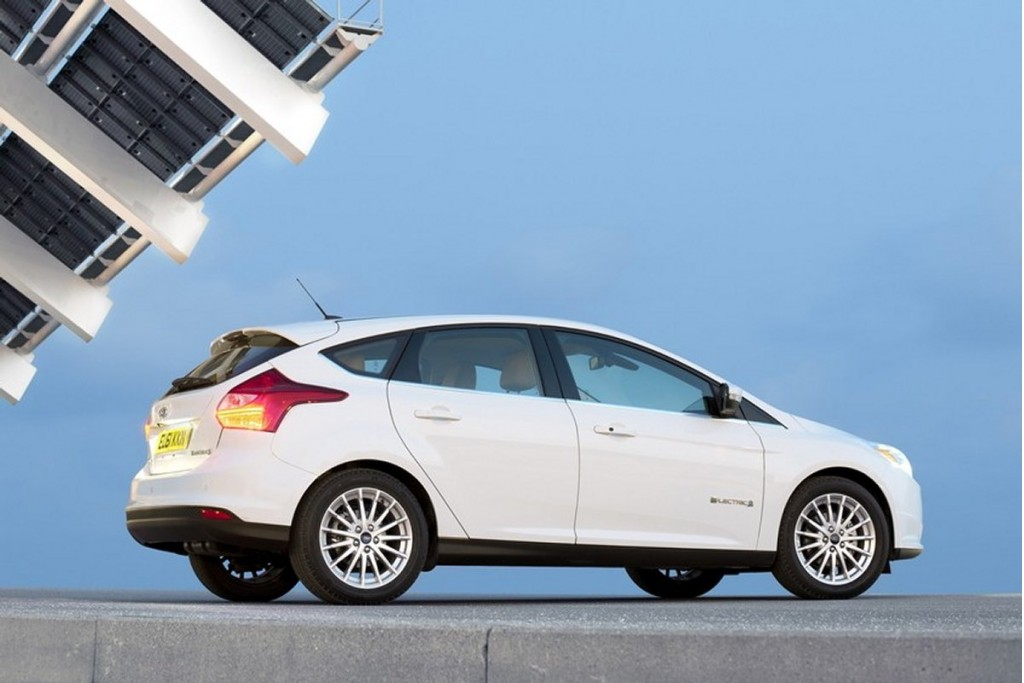 2012 2013 ford focus electric 2013 focus st recalled for lighting defect. Black Bedroom Furniture Sets. Home Design Ideas