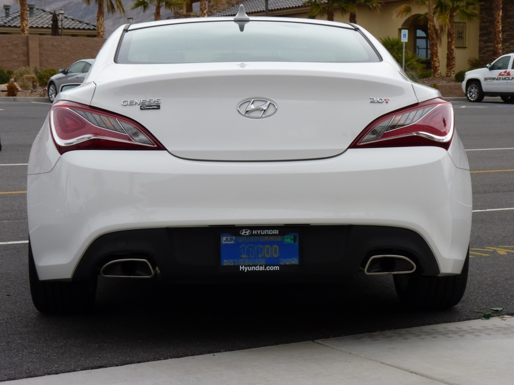 image 2013 hyundai genesis coupe first drive 2 2012. Black Bedroom Furniture Sets. Home Design Ideas