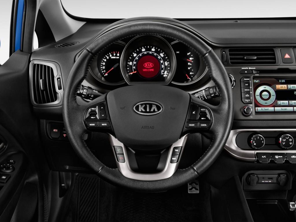 image 2013 kia rio 5dr hb auto sx steering wheel size. Black Bedroom Furniture Sets. Home Design Ideas