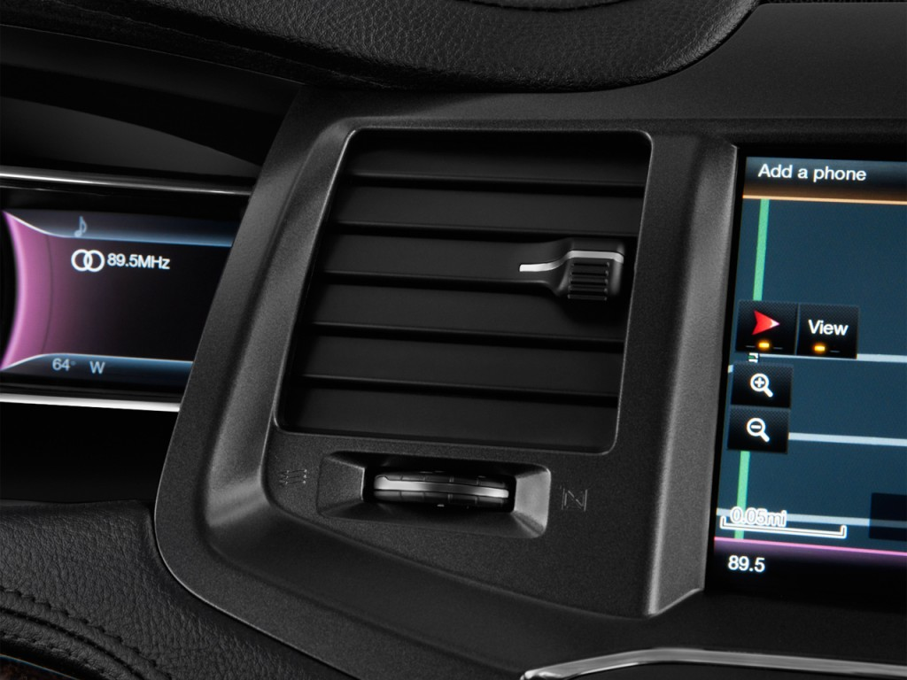 2013 Lincoln MKS 4-door Sedan 3.7L FWD Air Vents