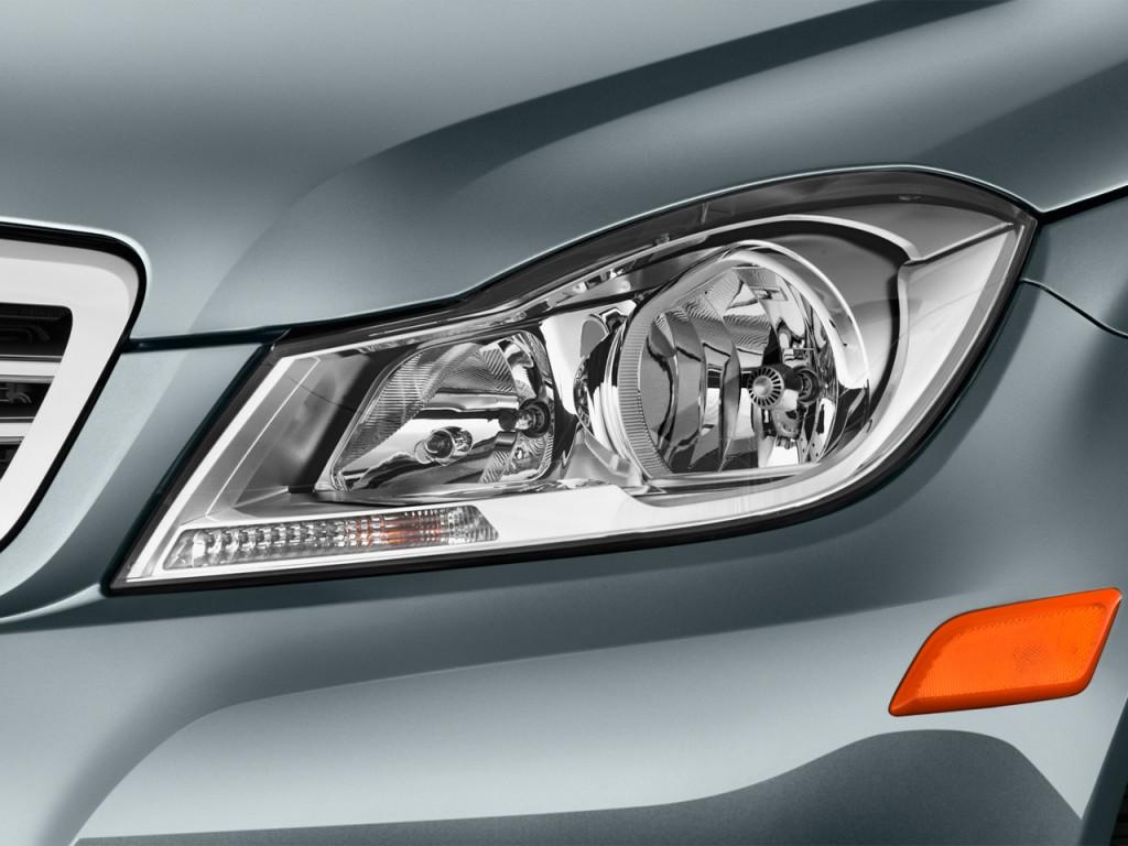 Image 2013 mercedes benz c class 4 door sedan c250 luxury for Mercedes benz headlight